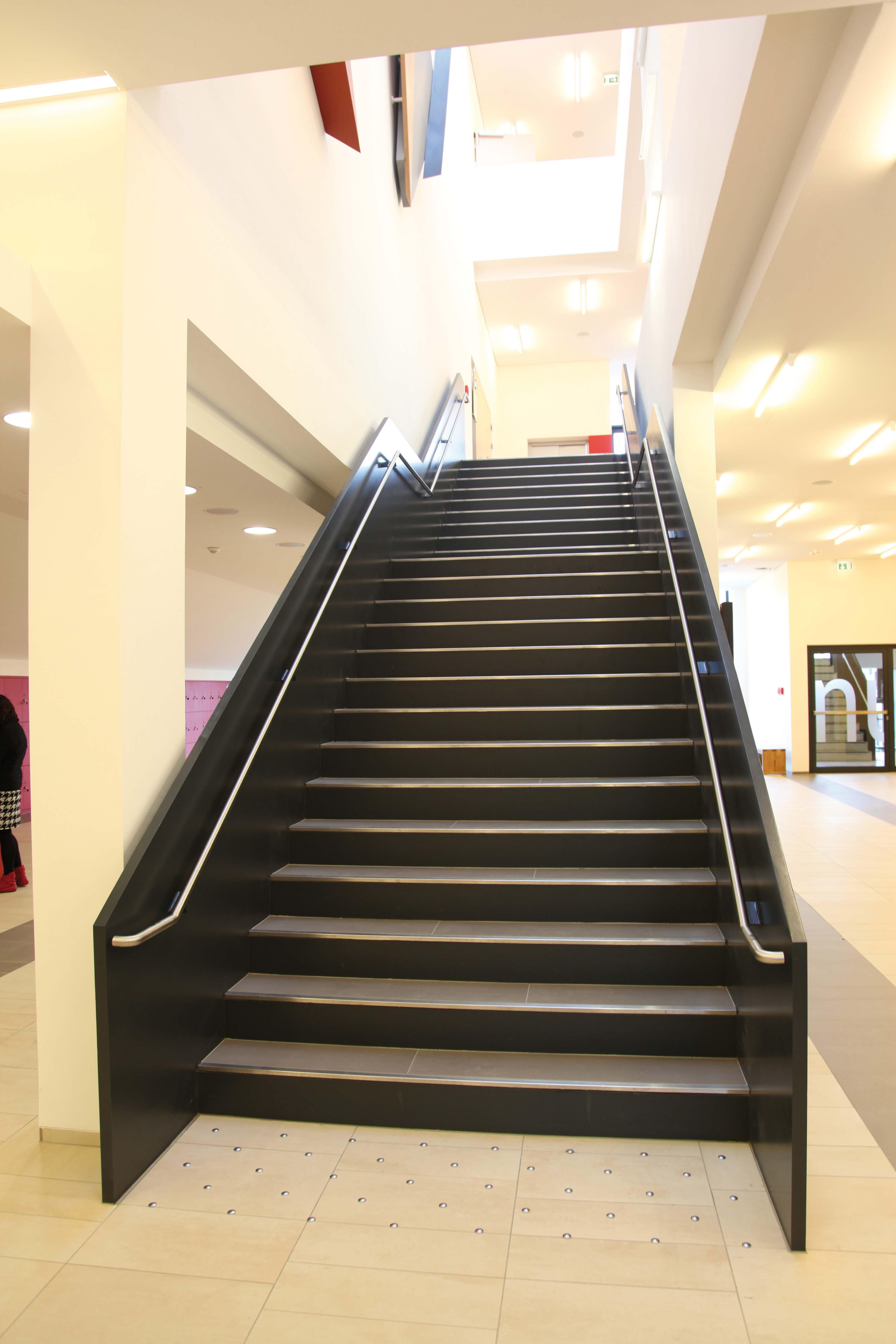 6 4 orientierungshilfen an treppen und einzelstufen 6 treppen und stufen erschlie ung. Black Bedroom Furniture Sets. Home Design Ideas
